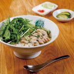 新鮮野菜と天然水で一から手づくり。健康にも嬉しい本格生麺フォー。 [大阪 本町]